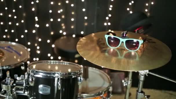 Černá a zlatá drum bass set