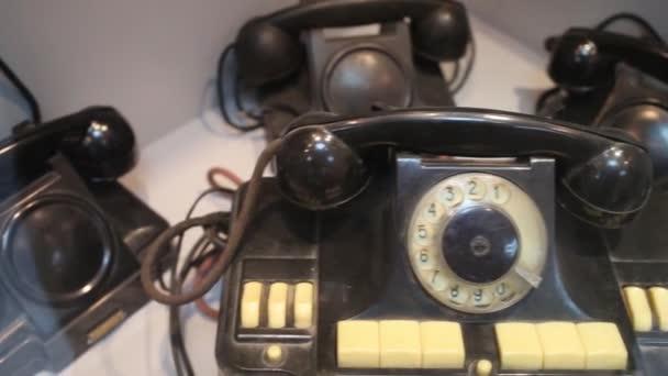 Černá telefonů v muzeu telefon