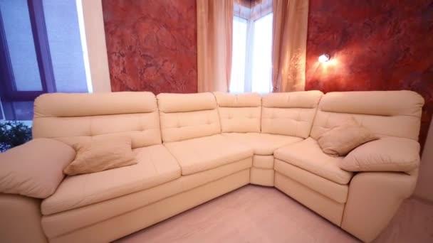 Kožená pohovka v obývacím pokoji
