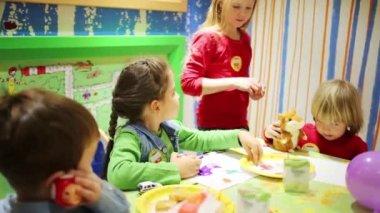 mcdonalds födelsedag Barn födelsedag på Mcdonalds — Stockvideo © Paha_L #113691086 mcdonalds födelsedag