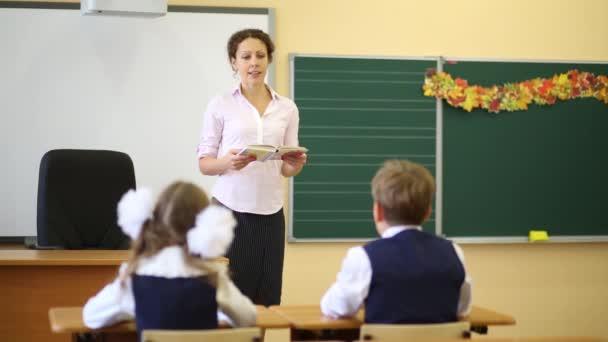 Rozhovory učitel u tabule