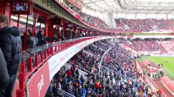 Fanoušci sledovat fotbal na stadion lokomotiva