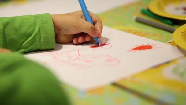 Kezében a kislány rajz kép