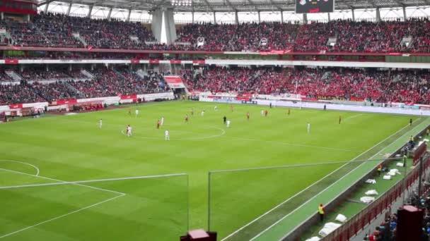 Fotbalové hřiště s hráči na stadionu Lokomotiva