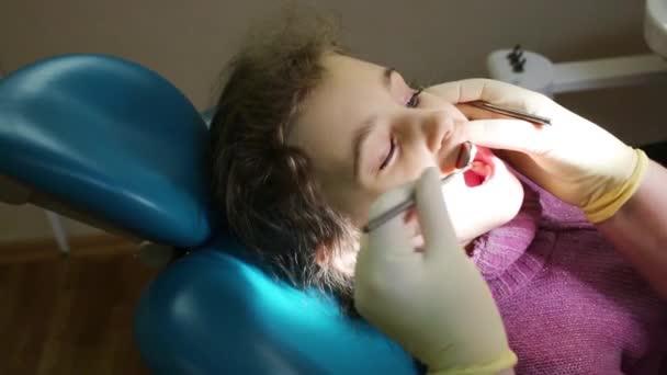 Dentist checks teeth of girl