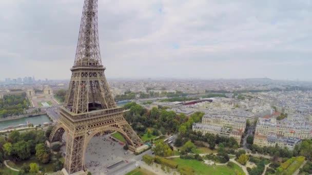 Eiffelova věž proti panoráma
