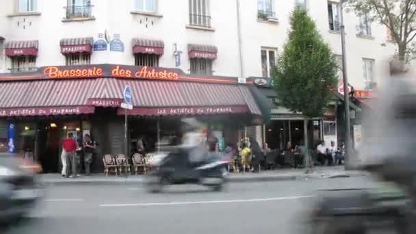 Brasserie des Artistes near road
