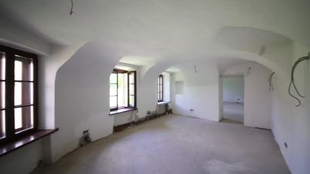 pokoj bez dokončení v budově