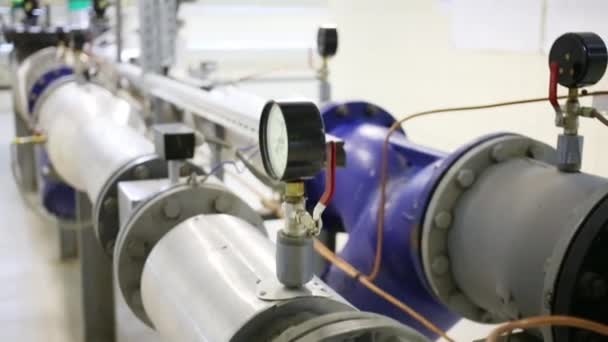 Zařízení pro měření tlaku v potrubí zásobování teplem