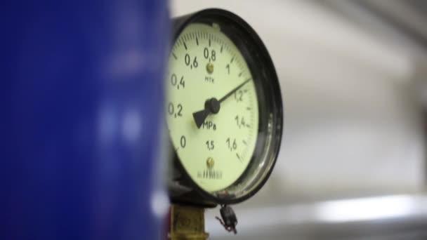 Ukazatel pro měření tlaku v potrubí zásobování teplem