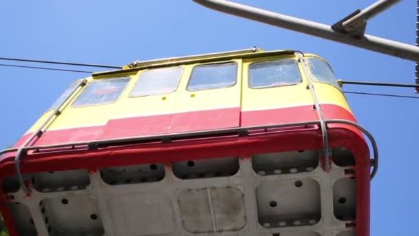 moving big yellow funicular