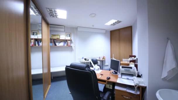 Úřad pokoj s nábytkem a zařízení