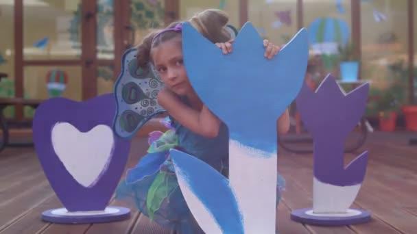 malá holčička v pohádkové kostýmy