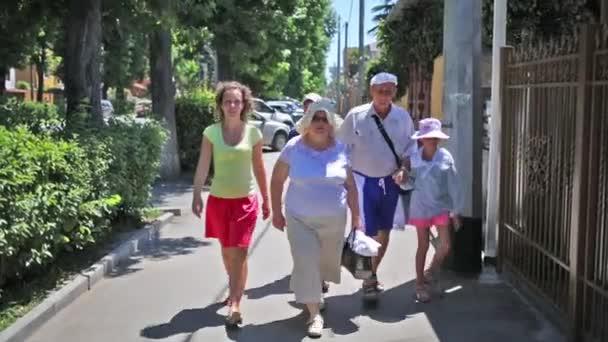 Rodina na ulici ve městě