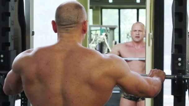 Kulturista tréninků zrcadla