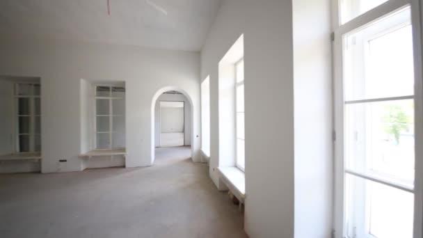 prázdný prostor bez dokončení v budově