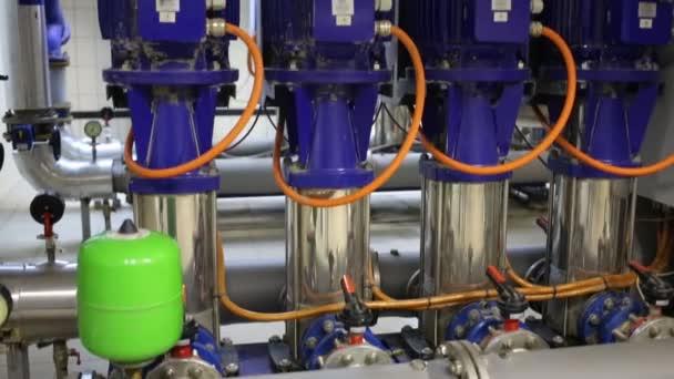 Pumpen und Ausrüstung für die Wärmeversorgung der Wohnanlage