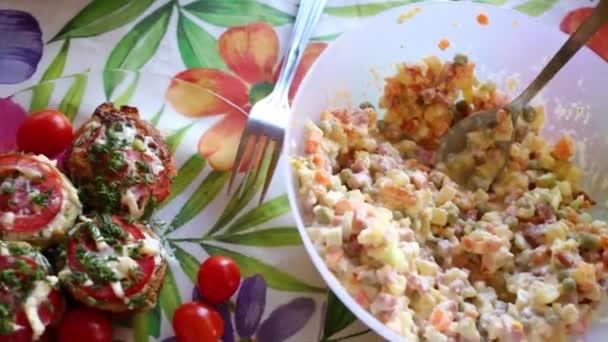 Tabulka se saláty, zelenina
