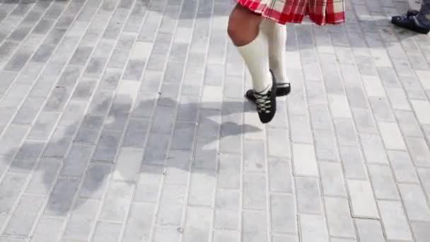 nohy tančící ženy
