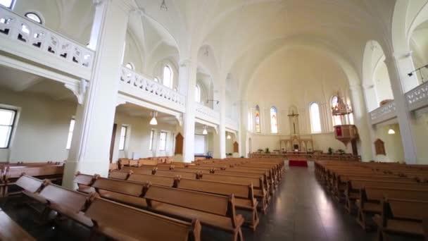 Lavičky a krucifix v evangelické Lutheran katedrála
