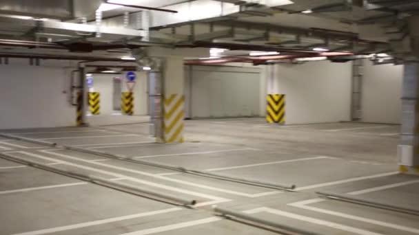 Prázdné podzemní garáže