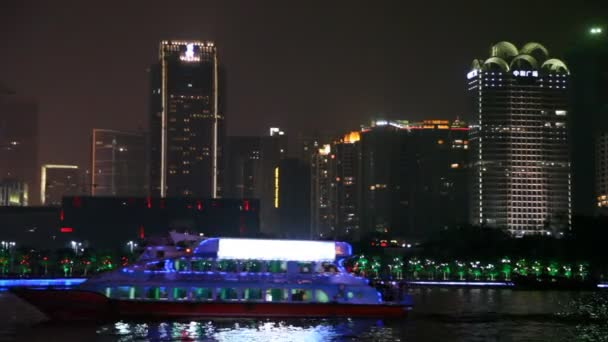 Perlové řeky a města v noci