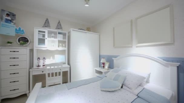 Děti ložnice s mnoha nábytku