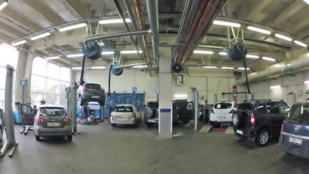 Auta stojí v garáži centrum služeb