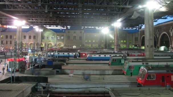 Vlaky na platformě Kazaňského stanice