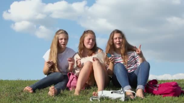 Three girls sways and sing