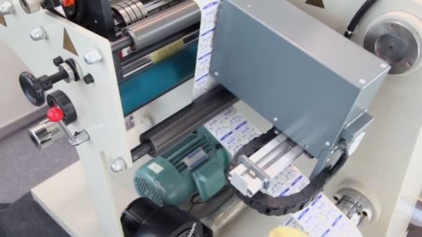 Samolepka stroj umožňuje popisky pro cukr