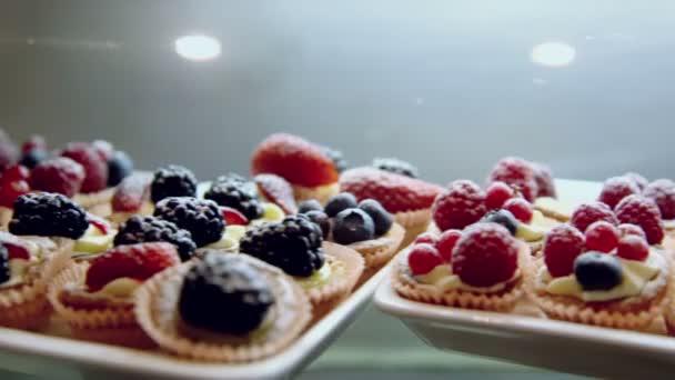 Mnoha koláče s různými plody