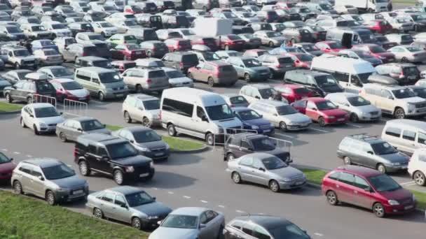 Černá offroad auta jezdí