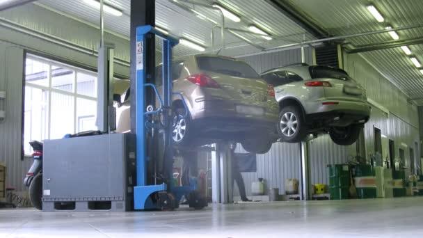 Mechanika opravit dvě auta