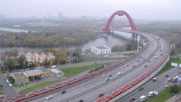 Traffic on Zhivopisny bridge
