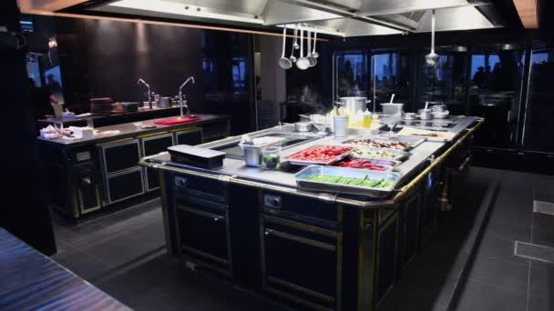 Parní dýmy nad jídla v kuchyni