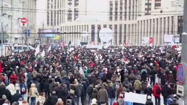 Crowd walk on avenue of A.Saharov