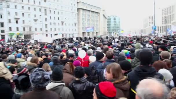People at meeting on avenue of A.Saharov