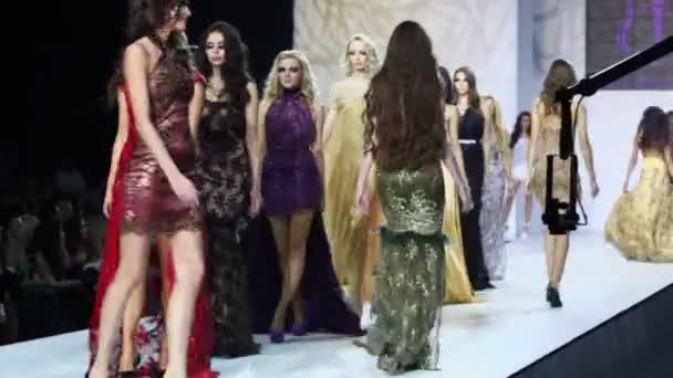 Ženy v šatech od Ibragimova
