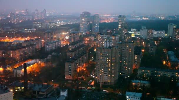 Twilight kivilágított város panorámája