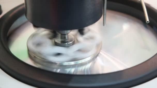 Broušení a leštění stroje na Expo povlak
