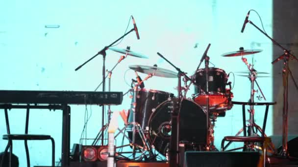 Dobfelszerelés és egyéb zenei felszerelések