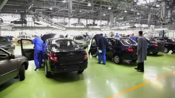 Workers examine new Lada Kalina