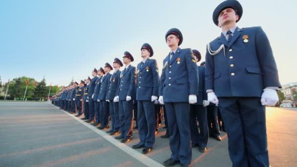 Řady vojáků během průvodu zkouška