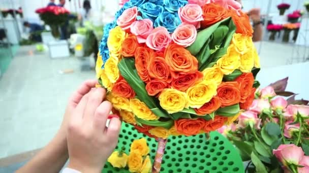 Woman makes ball shaped bouquet
