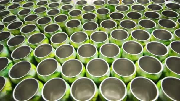 Mnoho prázdné hliníkové plechovky pro nápoje