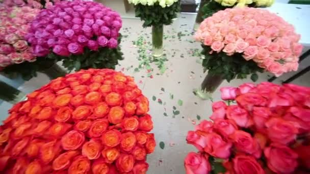 schöner Strauß Rosen in Vasen