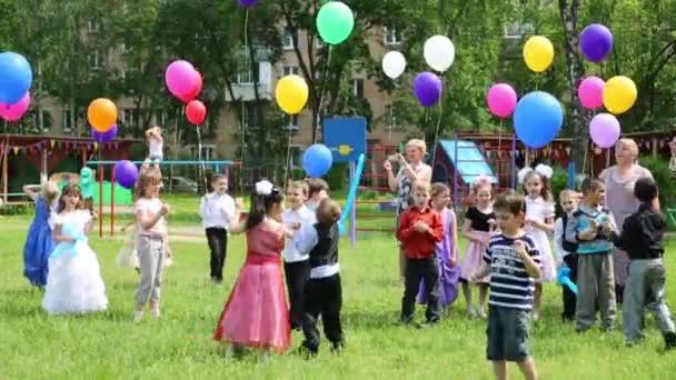 Děti vydala balónky do nebe