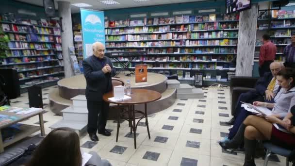Vladimir Feiertag beszél a könyv bemutatása