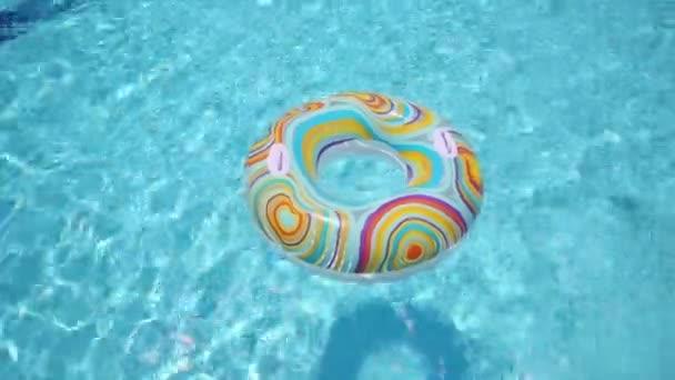 Hoch skočil do bazénu